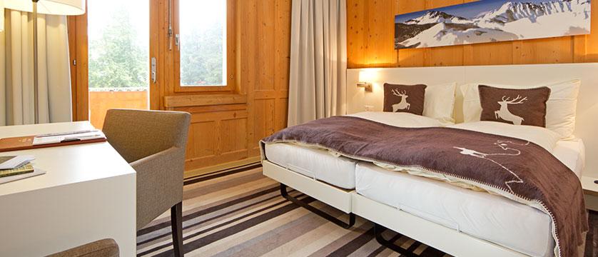 Switzerland_Davos_Hotel_National_bedroom.jpg